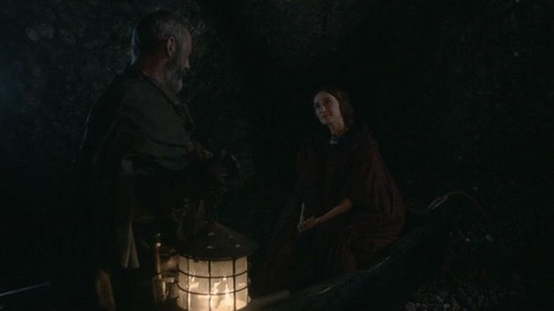 Melisandre-and-Davos-house-baratheon-30617215-500-281.jpg